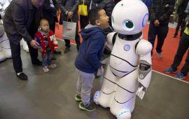Хятадууд ажиллах хүчээ нэмэгдүүлэхийн тулд робот ашиглана