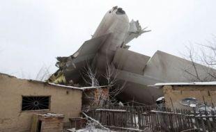Туркийн ачааны онгоц Киргизстаны газар нутагт осолдож 32 хүн амь насаа алдлаа