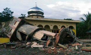 Индонезд гамшигт үзэгдэл болж 52 хүн амиа алдлаа