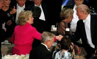 Фото: Клинтон, Трамп нар сүүлчийн мэтгэлцээнийхээ дараа зоог барив