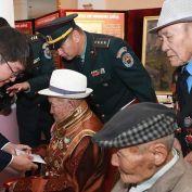 Чөлөөлөх дайнд оролцсон ахмад дайчдад хүндэтгэл үзүүллээ