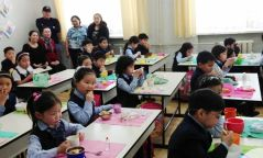 Сурагчдын үдийн цайг үдийн хоол болгох хуулийн төслийг дэмжлээ
