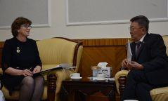 Ларри Мэйби: Монгол улс олон улсад үлгэр жишээ болж байна
