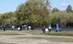 Туул гол дагуух 8.32 тонн хог хаягдлыг цэвэрлэв