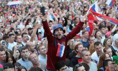 Оросын ард түмэн хөл бөмбөгчдөө үндэсний баатрууд хэмээн талархал хүндэтгэлтэйгээр хүлээн авчээ