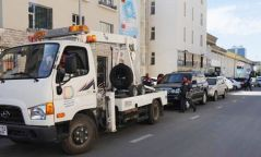 ВИДЕО: Машин ачилтын компаний ажилтан цагдаа нарыг хэл амаар доромжилжээ