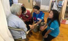 Түргэн тусламжийн төвийн эмч япон улсад гамшигт өртсөн иргэдэд тусламж үзүүлж байна