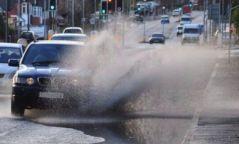 Явган зорчигч руу ус цацсан жолоочийг 100,000 төгрөгөөр торгоно