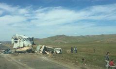 Төв аймгийн замд гурван автомашин мөргөлдсөн ноцтой осол гарчээ