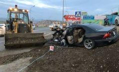 Баянхошууны Хөтөлийн замд Toyota Lexus маркийн машин хот тохижилтын хүнд механизмтэй мөргөлдөж, нэг хүн амиа алджээ