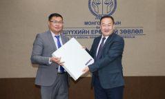Монголын шүүхэд 1.5 тэрбум төгрөгийн үнэ бүхий төхөөрөмж хүлээлгэж өглөө