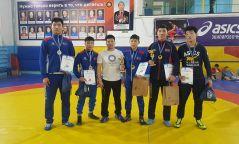 Өсвөрийн тамирчид олон улсын тэмцээнээс таван медальтай ирлээ