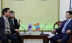 Солонгос улсад хууль бусаар ажилладаг байдлыг зохицуулж өгөхийг хүсчээ