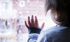Зургаан настай хүү цонхоор унаж, осгож нас барсан харамсалтай хэрэг гарчээ