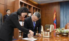 2018 онд батлагдсан Монгол Улсын хууль, тогтоолууд дээр Төрийн тамга дарлаа