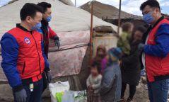 Зорилтот бүлгийн айл өрхүүдэд хүнсний багц, гар ариутгагч, амны хаалтны тусламж үзүүлжээ