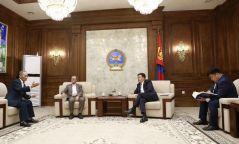 """УИХ-ын дарга Г.Занданшатар Монголын хамгийн том ном, """"Монголын нууц товчоон""""-ыг хэвлэх, түгээхэд дэмжлэг үзүүлэхээ амлалаа"""