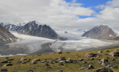 """""""Алтай таван богд"""" уулнаас цасан шуурганы улмаас бууж чадахгүй байсан 15 хүнийг аварчээ"""