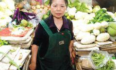 Азийн баячуудаас илүү мөнгийг ядуусын төлөө зарцуулсан худалдагч эмэгтэй