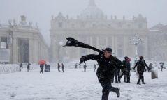 Фото: Италийн Ром хотноо зургаан жилийн дараа цас орлоо
