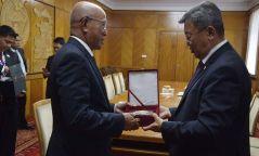 Н.Энхболд Филиппины  Батлан хамгаалахын сайд Дельфин Н Лорензанаг хүлээн авч уулзлаа
