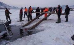 УАЗ-469 машин нуурын усанд живжээ