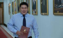 Л.Оюун-Эрдэнэ: Хууль засаглаад байна уу, М.Энхболд гэдэг хүн  Монголын төр болчихоод байна уу?