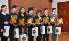 Монгол Улсын Ерөнхий сайдын нэрэмжит тэтгэлгийг 28 оюутан хүртлээ