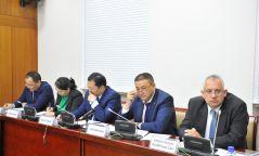"""Монголын эдийн засагт """"ногоон гэрэл"""" аслаа"""