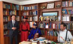 Ардын уран зохиолч, СГЗ Тангадын Галсан гуайн номын өргөөг тохижуулж өгчээ