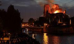 Францын хамгийн алдартай түүхэн дурсгалуудын нэг Парисын дарь эхийн сүм шатжээ