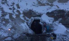 120 метрийн гүнд нурангид даруулсан иргэдийн амийг аварчээ