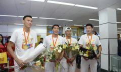 Фото: Дэлхийн аварга болсон Монголын сагсчид эх орондоо ирлээ