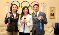 """Токио 2020 олимпын медальтнуудыг """"Алтан од"""" одонгоор шагналаа"""
