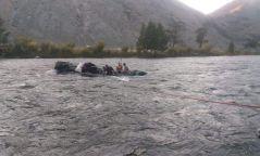 Онги голын усанд суусан автомашиныг гаргаж, таван иргэнийг аварчээ