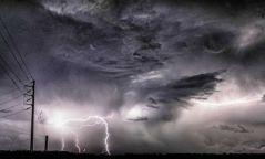 Өнөөдөр зүүн аймгуудын нутгаар бороо орж, Алтайн уулархаг нутгаар хүчтэй салхи шуургатай