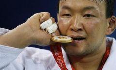 """Н.Түвшинбаяр маргааш есөн цэн алттай """"Чингис хаан"""" одонгоо гардана"""
