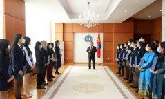 Монгол уран бичлэгийн үзэсгэлэнгийн шилдэг бүтээлийн эздэд шагнал гардууллаа