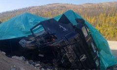 Ачааны машин осолдож нүүрсний хий алдагджээ