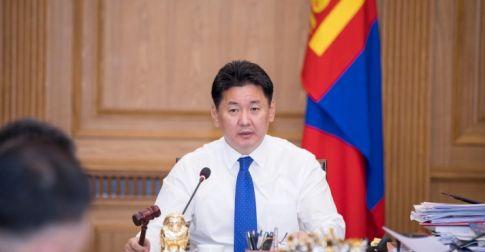 У.Хүрэлсүх: Монгол түмнийг минь буурал дээдсийн цог хийморь тэтгэж, Бурхан халдун хайрханы ноён оргил мөнхөд ивээх болтугай