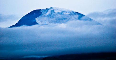 Тойм: 500 саяын азтан тодорч, Отгонтэнгэр ууланд авирсан уулчдаас 10-ын цогцосыг олсон өдөр
