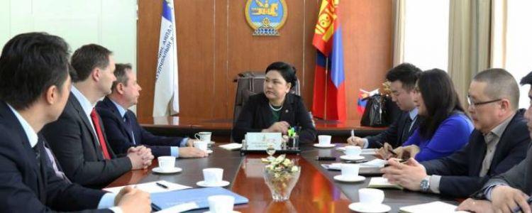 """""""Оюутолгой"""" компанийн ажилчдын 96 хувь монголчууд"""